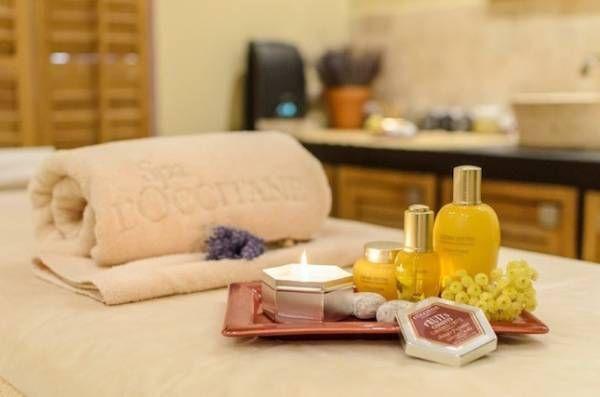 Стоун-терапия с использованием масла карите, расслабляющие и лимфодренажные массажи, скрабы и детокс-обертывания — комплексные процедуры в Spa-салонах