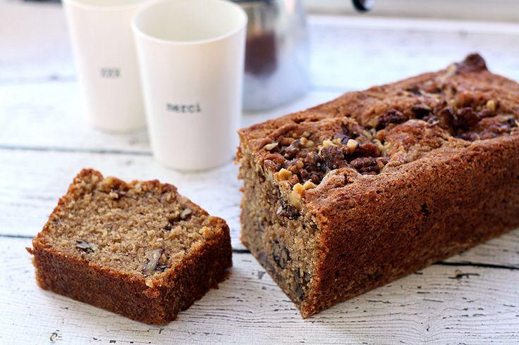 Deze walnotencake met kaneel en vanille is de de ideale traktatie voor visite. Of gewoon lekker aan het eind van de ochtend met een kopje koffie! Wij kregen een zak walnoten opgestuurd van Notenpost.nl en gingen daar direct mee aan de slag. Verwarm de oven voor op oven op 175 °C. Klop de suikers met de boter romig, […]