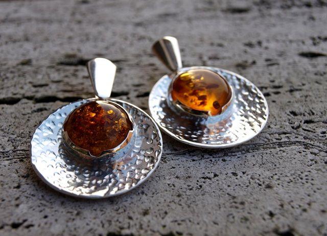 Le Metissage   Orecchini in argento concavi con ambra (cod.OR.AG.47)