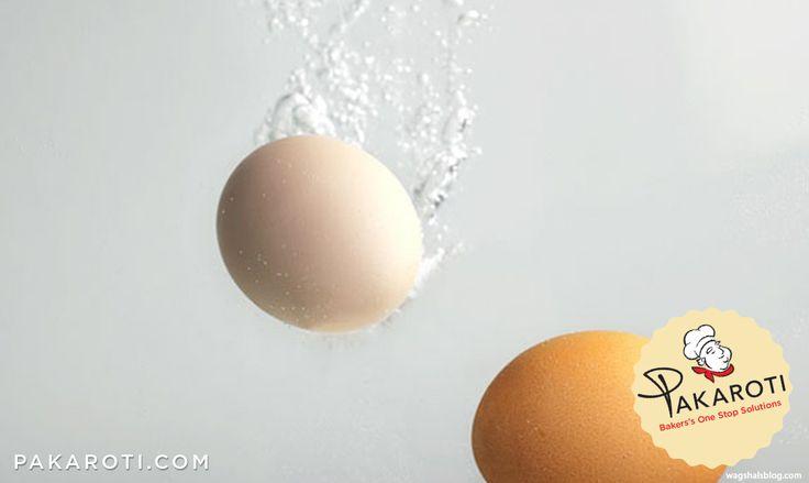 Sebelum digunakan, selalu cek kondisi telur dengan merendamnya di dalam air. Telur yang masih dalam kondisi yang bagus akan tenggelam di dalam air. #BakingTips