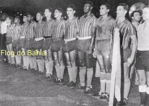 29 de março de 1960, o Bahia sagrava-se o 1º Campeão Brasileiro de futebol, ao derrotar a equipe do Santos no Maracanã, pelo placar de 3x1  Perfilados, ouvindo o Hino Nacional antes da partida (da esquerda para a direita): Marito, Biriba, Alencar, Mário, Flávio, Vicente, Léo, Nenzinho, Henrique, Nadinho e Beto.