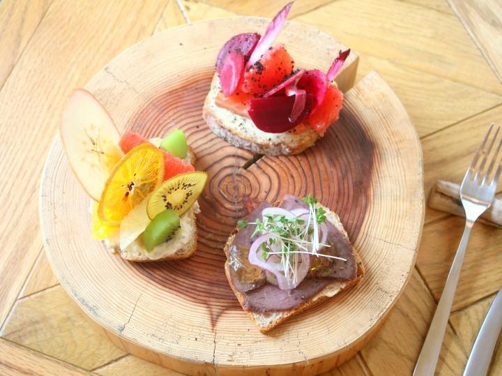 野菜たっぷりモーニングも♪ 大阪のレトロな図書館にオープンした「スモーブローキッチン ナカノシマ」