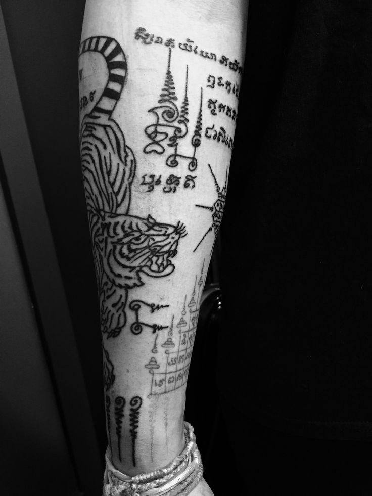 233 best sak yant tatouage bouddha protection religieux sacr magique images on pinterest. Black Bedroom Furniture Sets. Home Design Ideas
