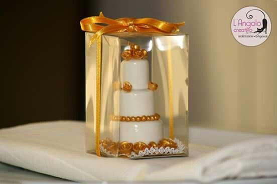 """Bomboniera segnaposto mini wedding cake realizzata in pasta di mais """"porcellana fredda""""...prodotto fatto interamente a mano...."""