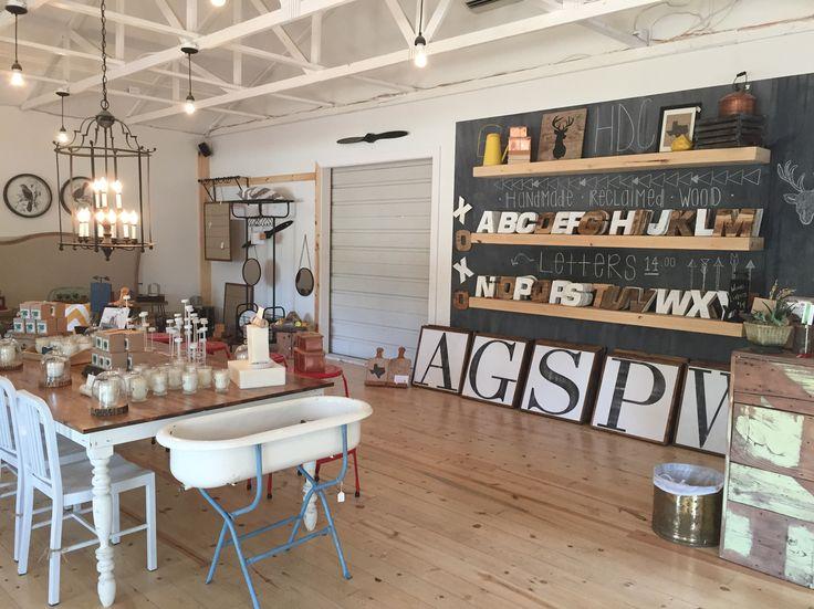 die besten 25 clint harp ideen auf pinterest magnolienmarkt kaffeebecher halter und esstisch. Black Bedroom Furniture Sets. Home Design Ideas