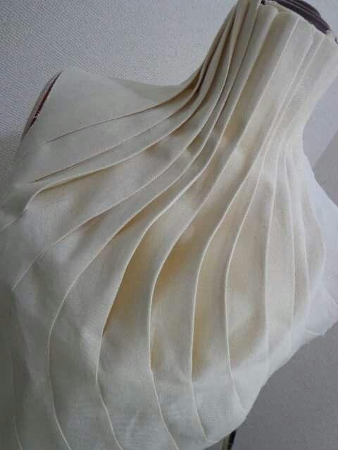 eventuell ein Kragen mit so Falten für einen Mantel, aber reduziert