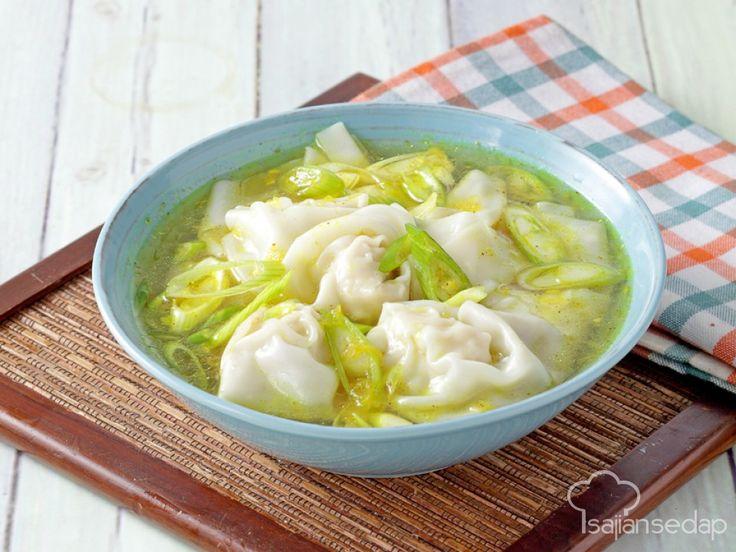 Sup pangsit termasuk makanan yang disukai hampir semua orang. Nah, hanya dengan tambahan bubuk kari, resep Sup Pangsit Kari ini pasti jadi lebih spesial dan disukai keluarga.