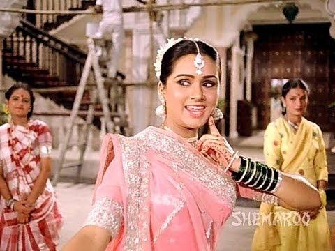 Movie: Prem Rog Music Director: Laxmikant Pyarelal Singers: Lata Mangeshkar  Director: Raj Kapoor  http://www.youtube.com/filmigaane
