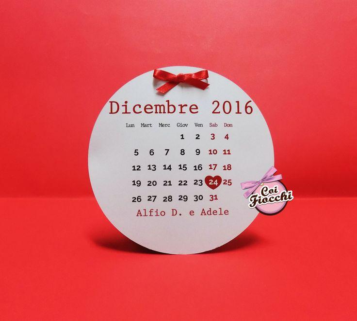 Invito matrimonio natalizio a forma di sfera con fiocchetto rosso