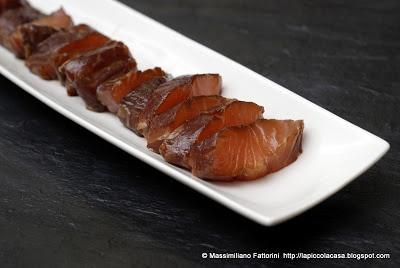 Marinando il pesce in salsa di soia, la ricetta per un fantastico salmone crudo in salsa teriyaki (in giapponese Shake no Teriyaki)
