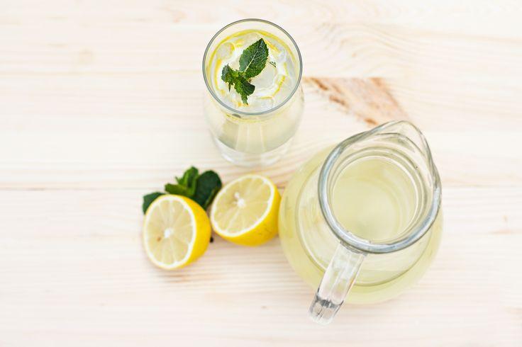 De smaak van gember, ik ben er dol op. Dit recept voor gember limonade zonder suiker, met citroen, is heel gemakkelijk te maken: