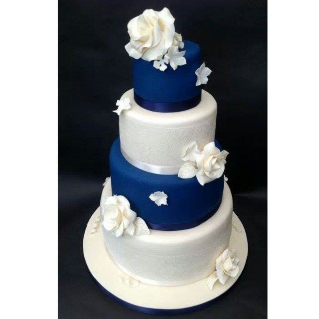 Gâteau de mariage 3 étages bleu et blanc