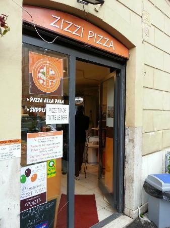Zizzi Pizza: entrance to great pizza experience