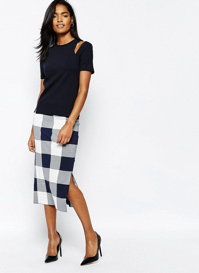 A gingham pencil skirt works perfectly into your work wardrobe this Spring