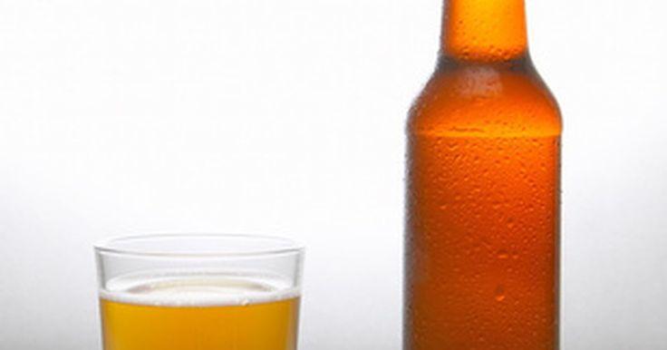 Cerveja causa diarreia?. Cerveja não causa diarreia em adultos saudáveis. Alguns ingredientes podem causar uma reação alérgica que pode levar à diarreia em algumas pessoas. A Clínica de Alergia de Auckland declara que cevada, lúpulo e levedo podem ser as causas de algumas reações alérgicas à cerveja. Ela é feita com subprodutos do trigo e pode causar problemas em pessoas ...