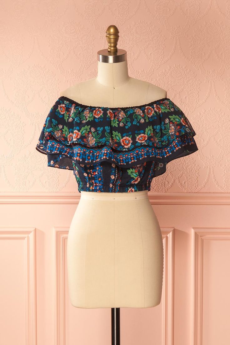 Kancha #boutique1861 / This colourful crop top will allow you to sport a bright and festive style, no matter the occasion! The elastic neckline and waist create a loose and puffy effect that will stay firmly in place.