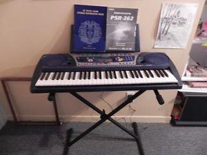 piano portatif  Yamaha portatone psr 262 avec support inclus