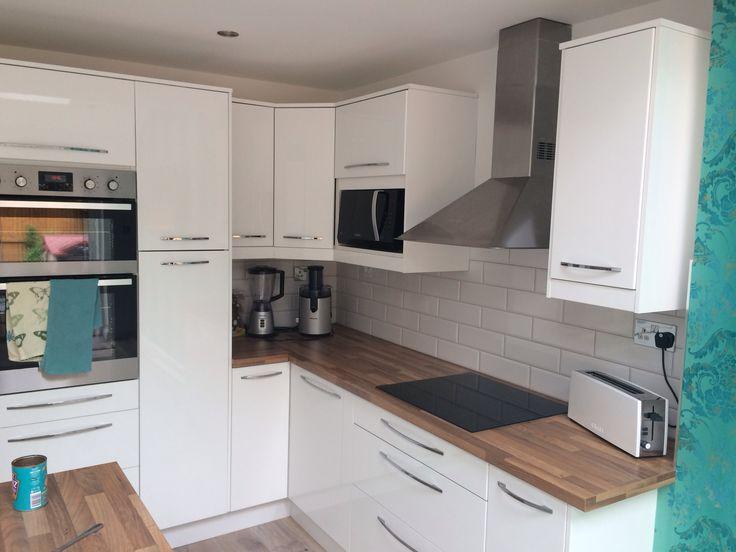 Best 25 white gloss kitchen ideas on pinterest worktop for Kitchen designs gloss