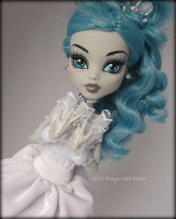 Frankie Stein as Cinderella. Monster High OOAK doll.High Custom, Custom Dolls, High Re Painting, Pretty Cake, High Ooak, High Dolls, High Beautiful, High Ideas, Monsters High