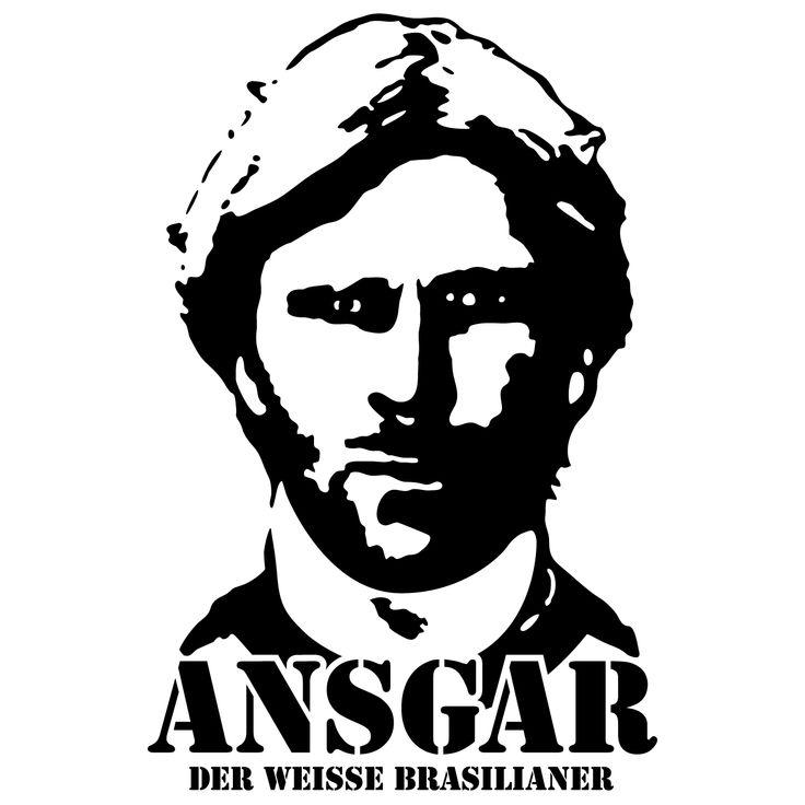 Ansgar Brinkmann, T-Shirt – Der weiße Brasilianer. Eine Bezeichnung, die ihm Rolf Schafstall vor vielen Jahren in Osnabrück verpasste. Er konnte Tausende in Ekstase versetzen und jederzeit ein Spiel auf den Kopf stellen. Der größte Straßenfußballer Deutschlands!