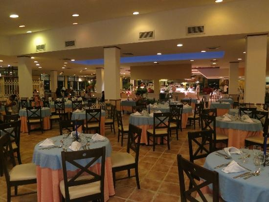 Tryp Cayo Coco: Buffet in the evening with king prawns to die for mmmmm....