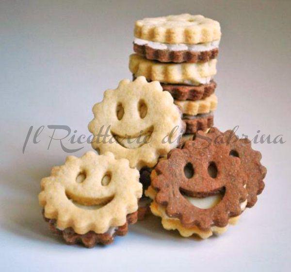 Sono simpaticissimi questi biscotti farciti, ma cosa ancora più im,portante, sono buonissimi, sia come colazione, che come spuntino sfizioso