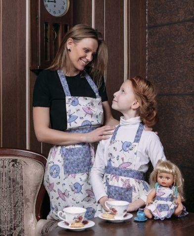 Комплект из 3 фартуков для мамы, дочки и куклы (в подарочной упаковке) Мы команда!