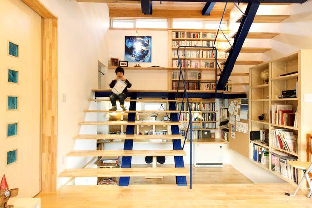 自宅で大学のゼミも!?「でっかい階段のある大学の先生の家」   建築家と建てる家・TAU設計工房 一級建築士事務所