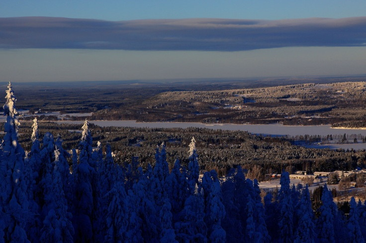 The top of Vuokatinvaarat highland ridges. There you can see Vuokatti and Sotkamo at their most beautiful.