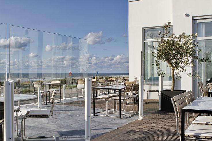 Overlooking the North Sea while you have lunch or dinner at boutique hotel Vesper in Noordwijk