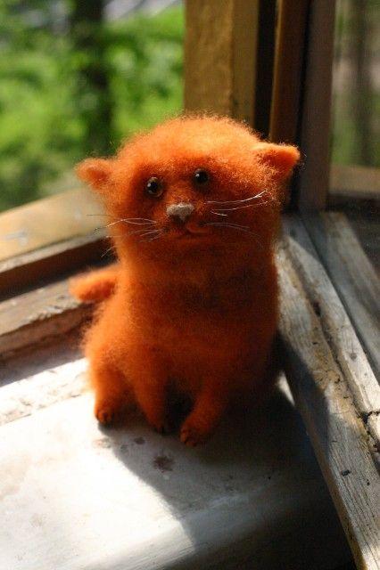 "еще моя кошачья сущность(I think this means ""cute as heck felted creature!"")"