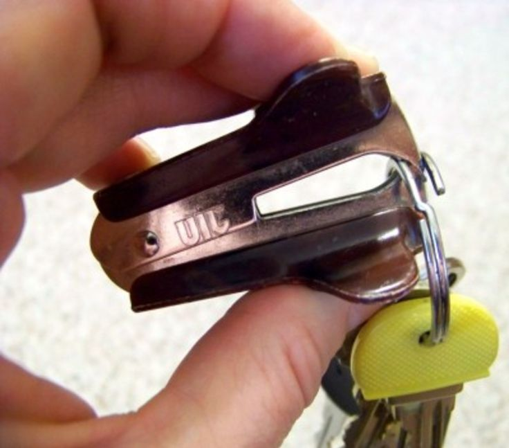 Pro Tip: If you're struggling to add a key onto your key ring, dig the teeth of a staple remover between the ring and watch them separate!  #carkeys #keys #carhacks