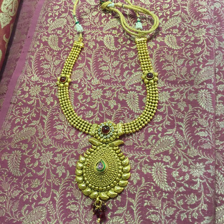 The necklace is complemented with a matching drop pattern dangler pair of earrings.A Beautiful Jewelery that can be worn on any occasion, party, on Traditional Indian as well as Modern costumes.