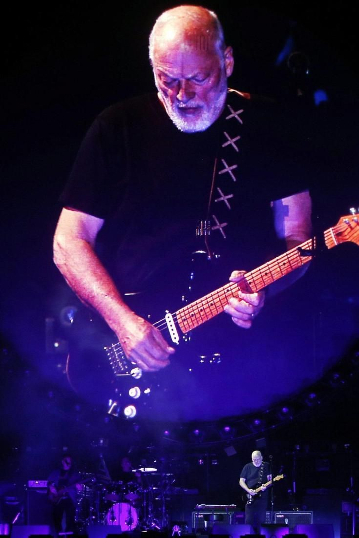 """David Gilmour (Pink Floyd) a Pompei ma il biglietto costa 300 euro. Sui social: """"No grazie, ci pago laffitto"""""""