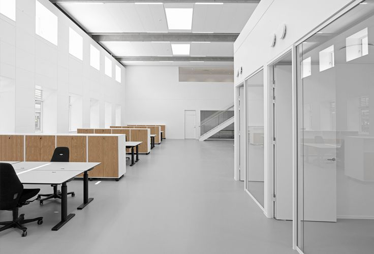 Novo Nordisk 7FB Offices - RH ARKITEKTER / The existing 40 workstations are in an open, light and simple office environment, with access to meeting rooms and kitchenette at each end of the area
