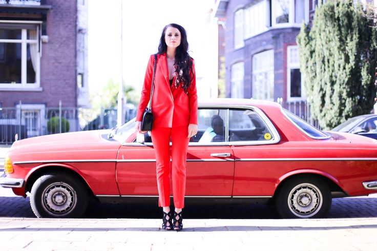 Red statement suit - Daphisticated - Fashionchick