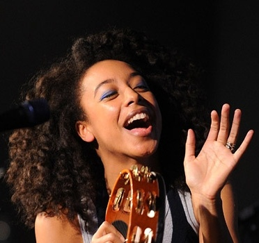 I love Corinne Bailey Rae. I'm even growing my hair out cuz I love her's so much! yourafricaisshowing.blogspot.com