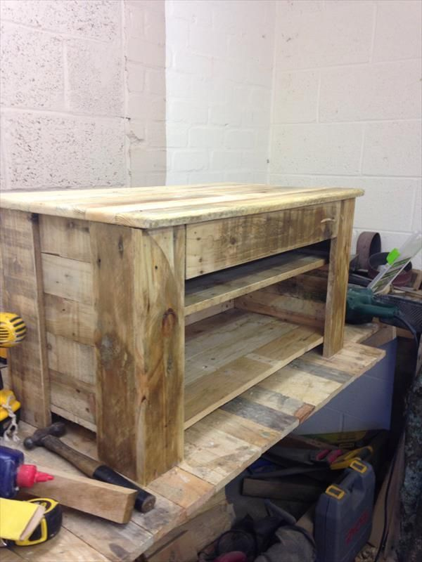 Pallet wood console table tv stand pallet furniture for Diy pallet tv stand instructions