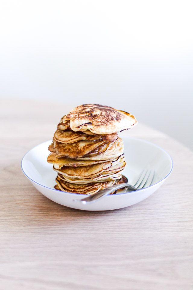 Pancakes with yogurt and apple - the best fall breakfast
