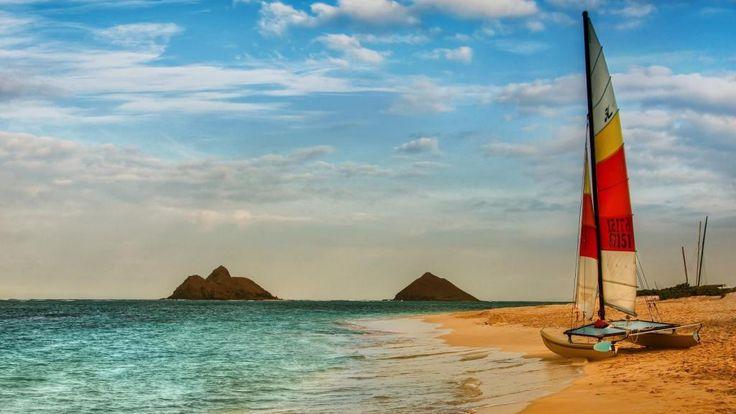 catamarã em uma bela praia