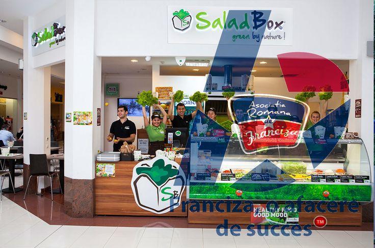 Franciza SaladBox s-a născut din dorinţa de a promova un stil de viaţă sănătos şi de a oferi o alternativă mâncării de tip fast-food. Am reuşit cu succes să înlocuim preparatele congelate cu legume şi fructe proaspete, oferind astfel salate, supe,   #SaladBox