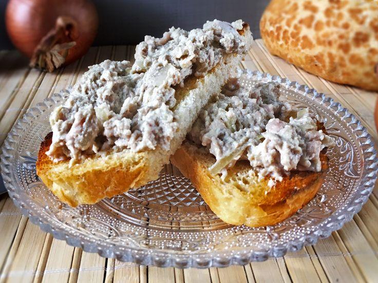 Delikatny móżdżek wieprzowy smażony na maśle. Podawany z chrupiącym chlebem bądź bagietką.