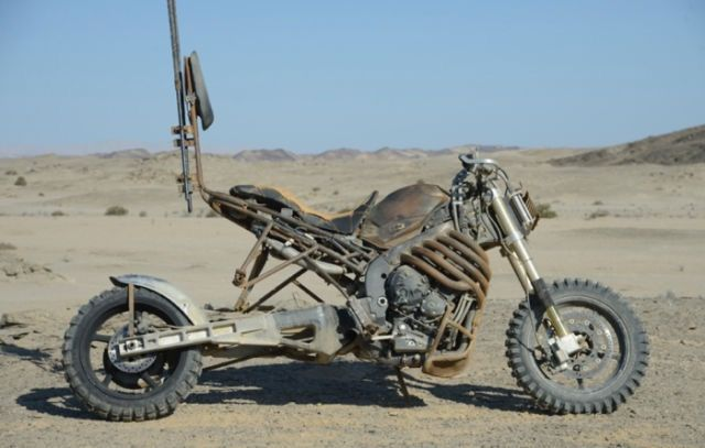 "Custom Motorcycle from ""MAD MAX : FURY ROAD"" YAMAHA YZF-R1 2004~ #motorcycle #Post_Apocalyptic"