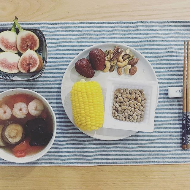 2016/11/22 08:01:28 ponnie0103 #breakfast #早餐 #朝食 煮玉米,纳豆,番茄木耳香菇虾仁汤,红枣,混合坚果,无花果 #corn #natto #soup #tomato #mushroom #shrimp #nuts #fig #スープ #トマト #えび #納豆 #healthy #delicious #vegetables #fruits #yummy #homemade #food #meal #seafood #colorful #nice #健康 #おいしい #美味しい #野菜  #健康
