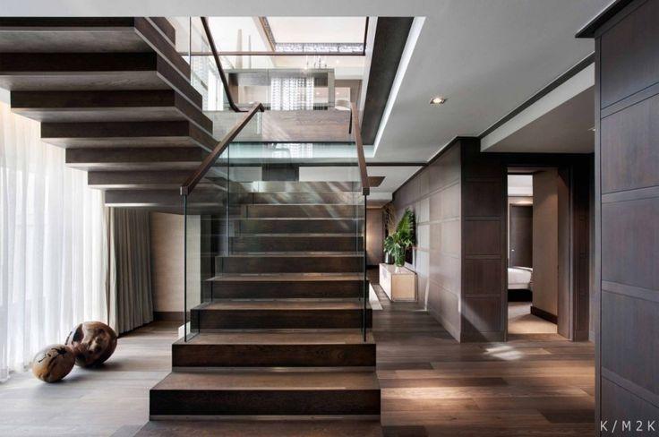 남아프리카 케이프 타운 원앤 온니 호텔 최상층에 위치한 펜트하우스는 산과 바다의 연속적인 뷰의 전망과 거주인에게 프라빗한 공간을 제공한다. 2개층으로 구성, 그중 상부층은 엔터테이먼트 스페이스로 거실과 식당 그리고 바베큐 파티와 스위밍 풀장이 겸비된 넓은 데크로 구성된다. 여기에 아래층은 개인 욕실이 포함된 4개의 실과 TV라운지, 아이들을 위한 키즈 스페이스로 구성된다. 인테리어 디자인의 특징은 중성적인..