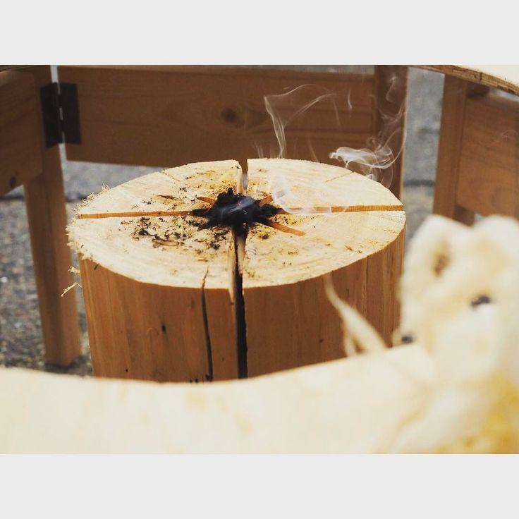 スウェーデントーチ。木こりのロウソクを久しぶりに出動させてBBQ。切り込みの中心一点集中で火をつけるのがポイント。丸太の芯にドリルで貫通、木口は十字の切れ込みを深く入れてさらに中心は浅い×字切れ込み追加して8分割にして火が付きやすくする。裏も同じ様に。一回着くともう消えない!30cmの丸太で大人4人子供2人を十分食わせる火力!美杉の杉の煙で野菜が美味い美味い♪燻製チックに焼けるので、風味を邪魔しない塩かおろし醤油で!#glam_plan#gardenlife #gardendesign #homedesign #housedesign #outdoorlife #bbqtime #スウェーデントーチ #木こりのろうそく #バーベキュー #もりずむ #新築#リフォーム#リノベーション#注文住宅#設計#設計事務所#愛知県#常滑市