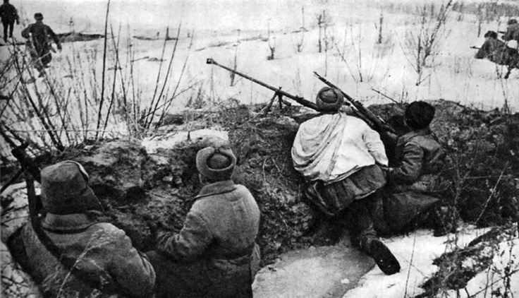 Russians in the trenches waiting for the enemy's attack http://albumwar2.com/russians-in-the-trenches-waiting-for-the-enemys-attack/