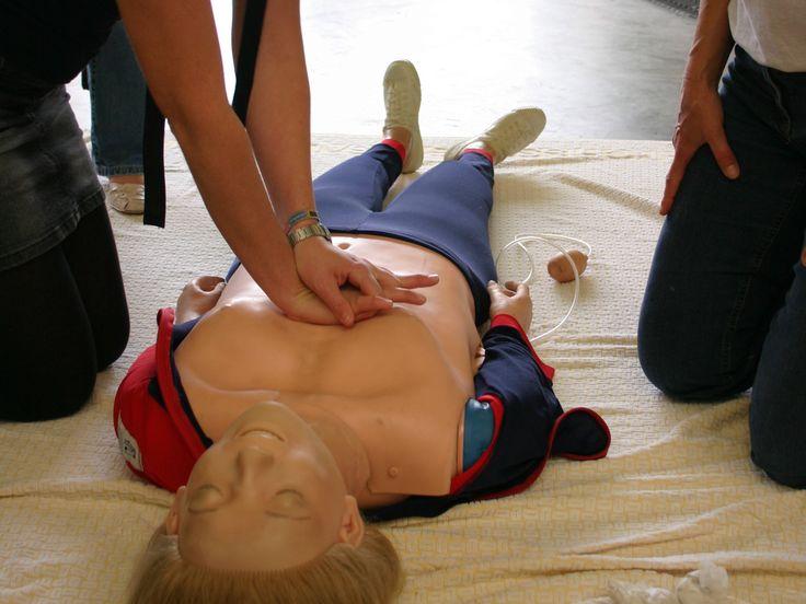 Elke week worden 300 Nederlanders buiten het ziekenhuis getroffen door een circulatiestilstand van het hart. Op dit moment overleeft maar 5 tot 10% van deze slachtoffers.  Lees verder op onze website.