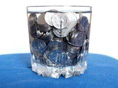 Нет, речь идет не об отмывании денег, а о волшебном симоронском ритуале! Итак, процедура предельно проста. Плесните в ведро воды и положите в нее ровно 27 рублей (это магическое число в симороне). Вряд ли вам удастся отыскать 27-рублевую купюру, да и жалко поди окунать в воду бумажные денежки, так что воспользуйтесь монетами. Теперь хорошенько перемешайте финансовое зелье, чтобы денежная энергия