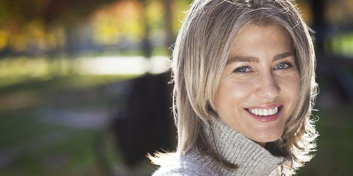 Grijs haar staat allang niet meer voor oud en versleten, maar voor stijl en klasse. Dit zijn de 5 ultieme tips om prachtig grijs te worden én te blijven.